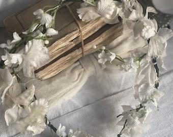 Vintage Floral Tiara, Fairy Crown Bridal, White Flowers Petals & Sprays. Bridesmaid Festival Summer Prom Party, Shabby Chic Boudoir Decor