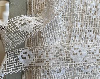 Vintage Lace Trim. Antique Fabric. White Filet Lace, Shelf Edging Dolls & Vintage Wedding 3m