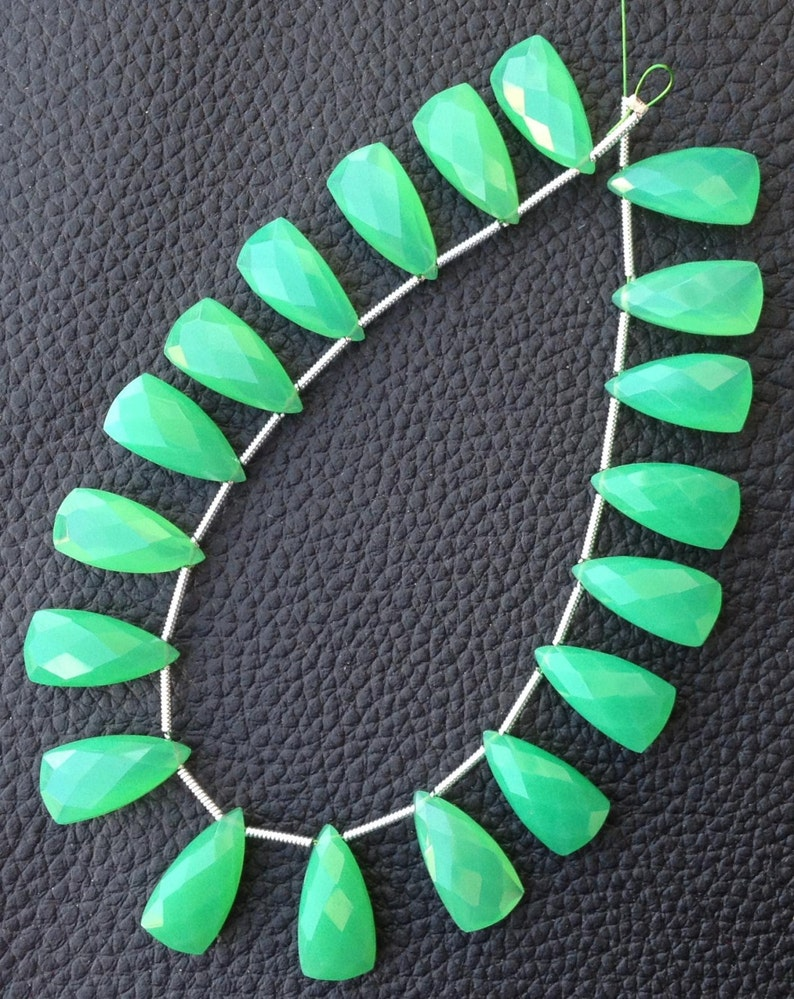 CHRYSOPRASE GREEN Chalcedony Elongated Pyramid Briolettes,Amazing Item at Low Price 5 Matched Pairs,15mm Long Brand New