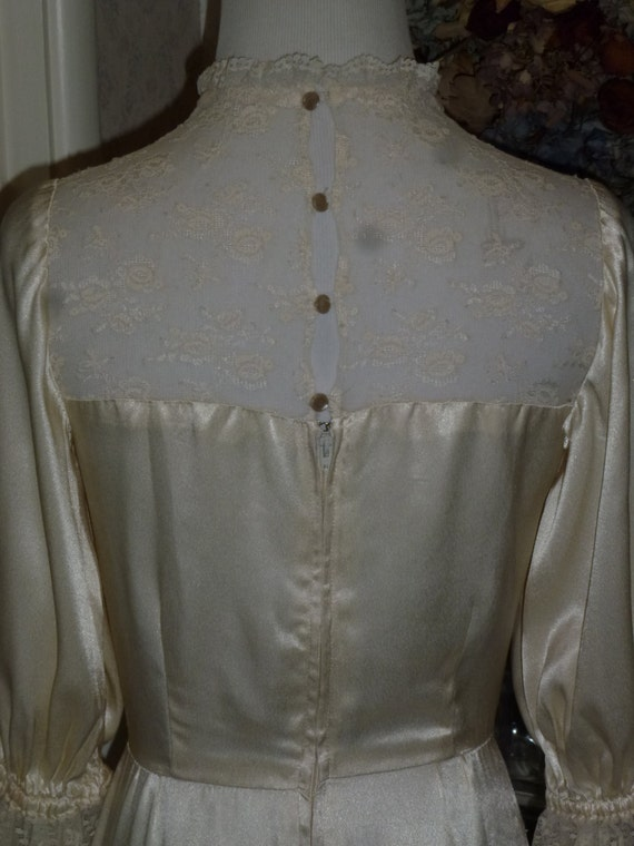 Vintage Art Nouveau Wedding Dress Ivory Satin Silk Lace Neck Line