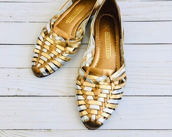 48313f88c722 Vintage Leather Huaraches Flats   Size 8.5 USA Womans Woven Shiny Gold    Silver 1980 s Leather Sandalds