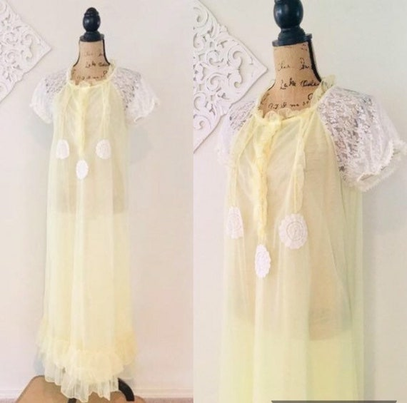 Vintage 1950's Yellow Lingerie Negligee / Sunny Sh