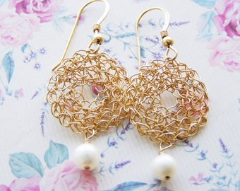 Gold Round Earrings, Gold and Pearl Bridal Earrings, Bridesmaid Pearl Earrings, Dangle Gold Earrings, Gold Wire Earrings