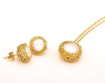Bridesmaid set,  Pearl Wedding Set, Bridesmaid Gift Jewelry, Pearl Bridesmaid Set,  Pearl Post Earrings, Delicate Pearl Necklace