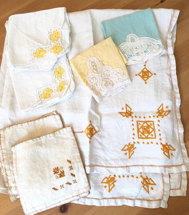 napkin set gold ivory blue yellow towels Vintage linen tablecloth