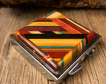 Wood/ Wooden Pill box: Kunterbunt, Multiple natural and colored woods, 4 partitions, 1 compartment