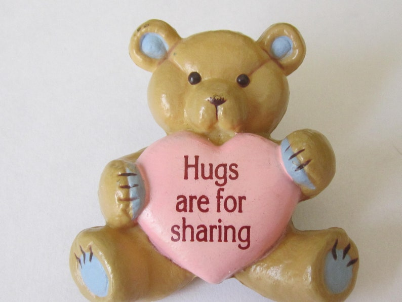 Vintage Gibson/'s Greetings Teddy Bear Brooch Hugs are for sharing.
