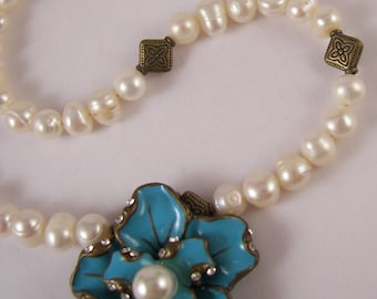 30 Percent OFF Beautiful Flower Pearls Crystal Necklace