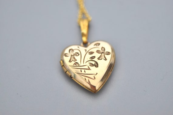 Vintage Locket / Small Heart Locket c.1940s