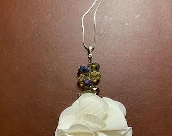 Cream Sparkle Flower Necklace