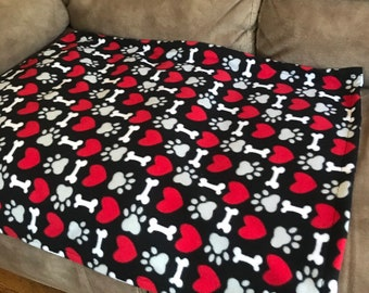 Fleece dog/puppy blanket, (small/medium) black background with red hearts, grey paws and white bones 27x34
