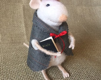 Gentlemouse in a beret - Needlefelted - Gift for him - Eco friendly - One of a kind - Winter gift - Mouse with Bible