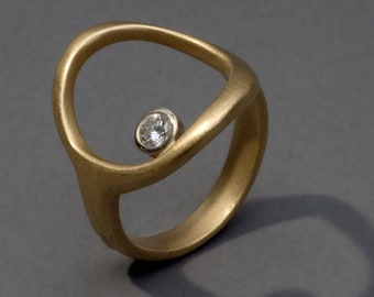 Diamond in a circle ring, 18K yellow and white gold, 0.15pt VVSI diamond