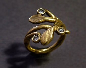 sculpted branch 18K gold ring with diamonds