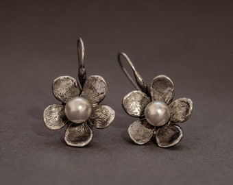 cherry flower earring in sterling silver with freshwater pearls