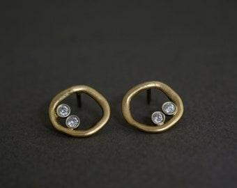 diamonds in a circle earrings in 18K gold