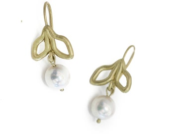 leaves and pearl earrings in 18K green gold