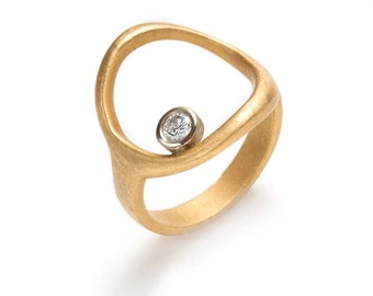Diamond in a circle ring, 18K yellow and white gold, 0.15pt VVSI diamond