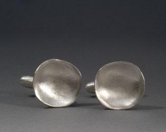 "concave shape silver cufflinks ""charisma"""