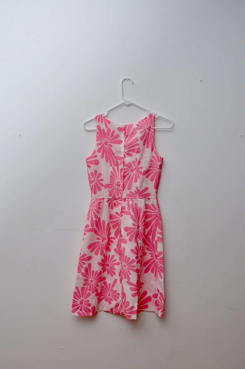 60s dress pink and white floral print white and pink floral summer dress summer fashion vtg 1960s dress vintage floral print dress