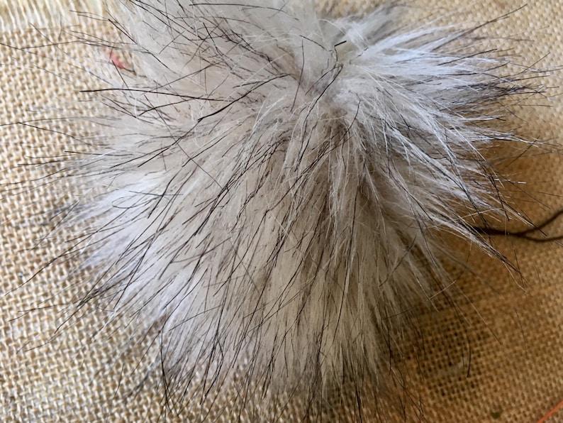 Beig faux fur pom pom vegan fabric pom pom ke rin zip puller key fob,beanie tree ornament