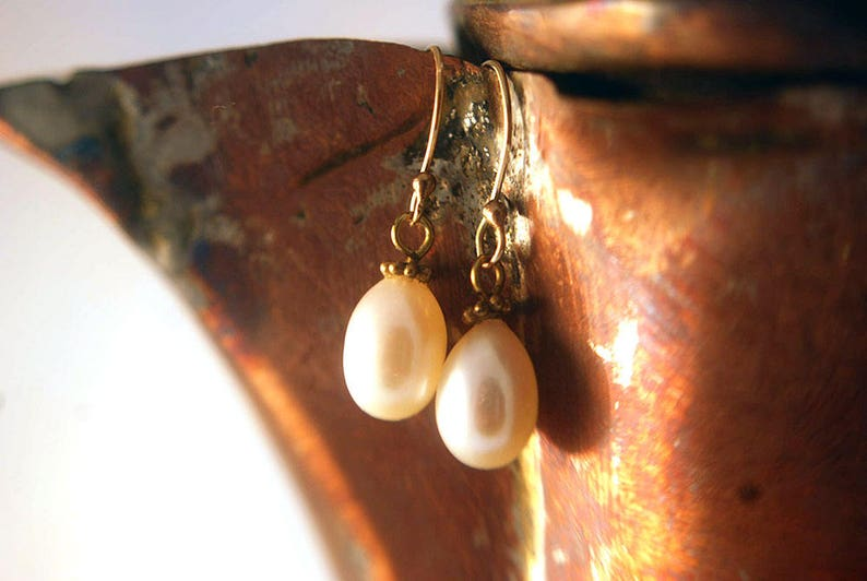 White Freshwater Pearl and 24k Gold Vermeil Earring image 0