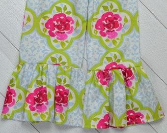 Floral Trefoil Ruffle Pants Size 7