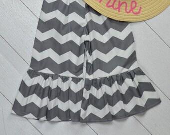 Grey Chevron Ruffle Pants Size 5