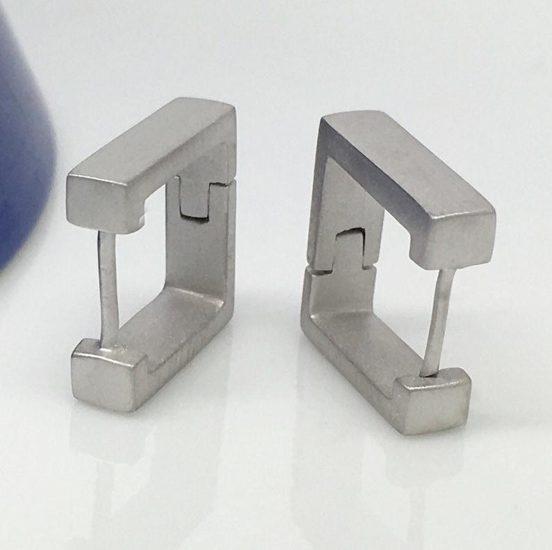 7fd7598c73ab Pendientes de aro de los hombres aretes cuadrados de cofre