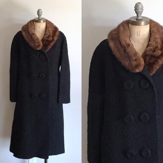 Black Wool Coat . Fur Collar . 50s 1950s . Medium