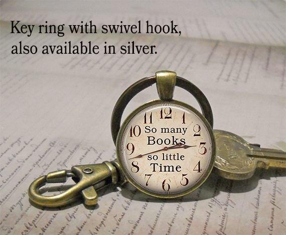 Beaucoup de livres si peu de temps porte-clés ou pendentif, livre bijoux livre amant cadeau bibliothécaire cadeau livre club cadeau porte-clés porte-clés