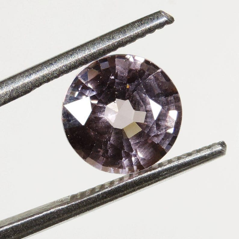 3.3 cts Pastel pink purple VVS spinel faceted round cut sri image 0