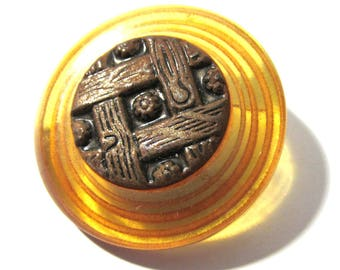 VINTAGE Apple Juice Bakelite Button BAKELITE Button One (1) OME Metal and Translucent Bakelite Button Wedding Jewelry Sewing Supplies (T235)