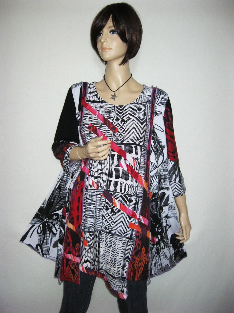 SALE  1X to 2X  Black and White Tunic image 0