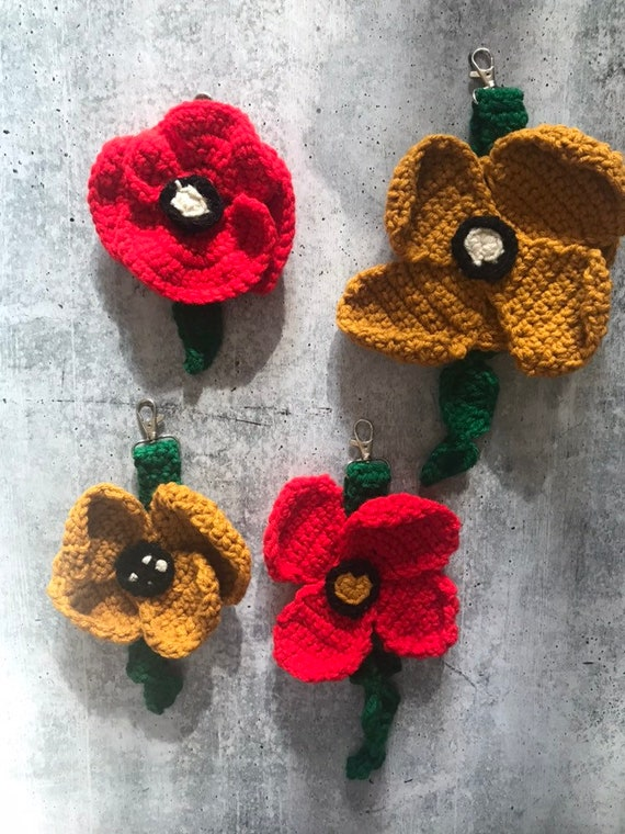 Key accessory Lanyards Amigurumi Pendant Bag Accessory Red and Gold Poppy Crochet Keychain Bags and Purse
