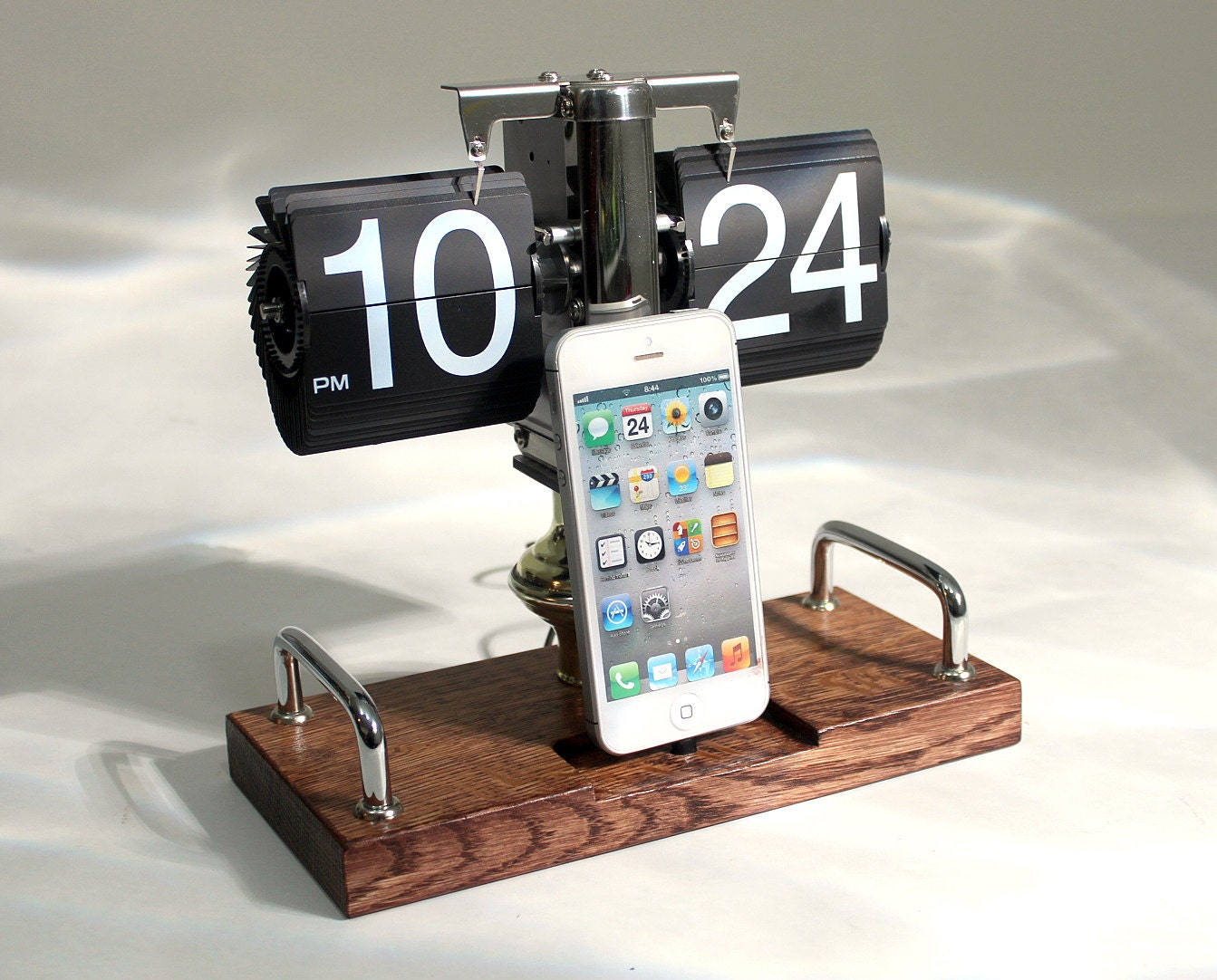 Clock Dock Retro Iphone Ipod Samsung Android Charger And Sync Etsy