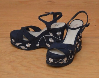 Vintage 90's Platforms Navy With Cream Embroidered Flowers Wedge Heels Peep Toe Size 8.5