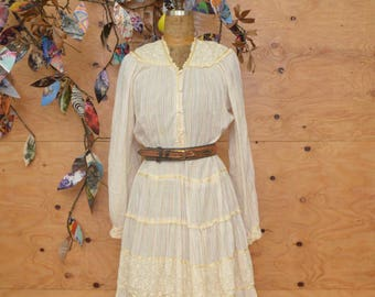 Vintage 70's Dress India Print In Cream And Metallic Rainbow With Touch Lace Detail SZ Medium