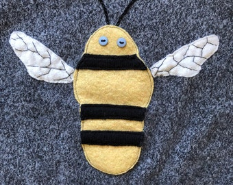 Bee Cashmere Sweater 4-5 y/o