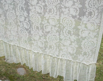 Vintage 1980s Cream  Lace Valance Leafs Hemmed Ends 115 by 11