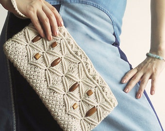 TANGLED Macramé Clutch 70s Wristlet in Woven Cream Cotton with Wrist Handle Wooden Beads for Happy Hippies