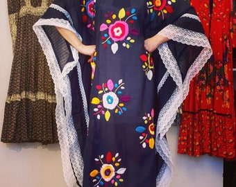 Vintage EMBROIDERED CAFTAN Mexican Cinco de Mayo Dress Hippie Embroidery 1970s