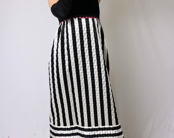 55c4f00bfe9 Vintage 1960 s Black and White Velvet Quilted Evening Gown