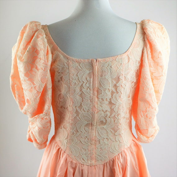 Vintage 1980's Peach and White Floral Lace Jessic… - image 8