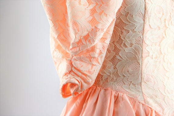 Vintage 1980's Peach and White Floral Lace Jessic… - image 5