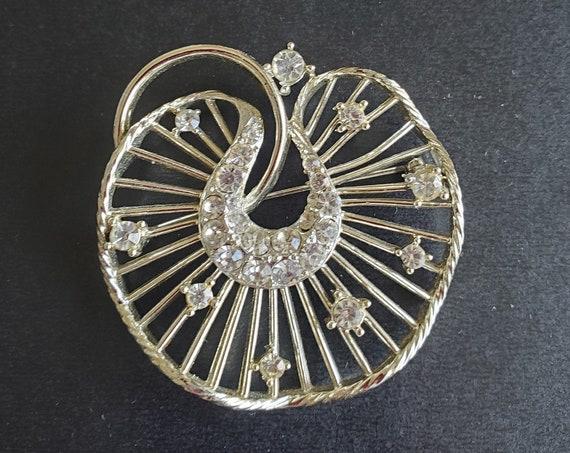 Unique Vintage Lisner Marked Brooch