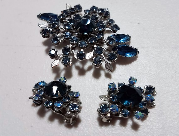 Vintage Montana Blue Rhinestone Brooch and Matching Earrings Set FREE SHIPPPING