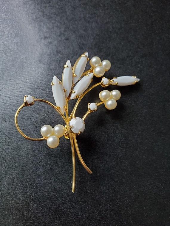 Vintage White Rhinestone Pin