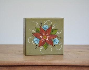 Vintage Painted Wooden Box | Vintage Painted Wooden Poinsettia Box | Painted Poinsettia Box | Farmhouse Decor | Vintage Christmas Decor