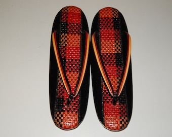 270e7c15e3e Black   Red Woven Zōri Sandals Japanese Shoes Geisha costume